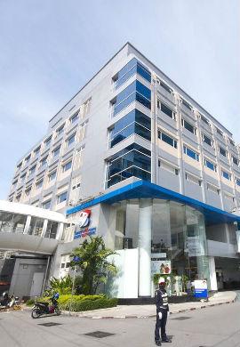 Bangkok_heart_hospital_building.resized